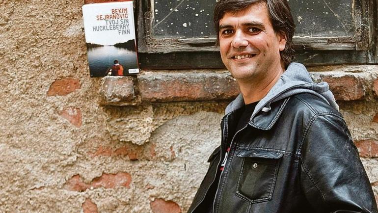 "Bekim Sejranović: O romanu ""Mulat albino komarac"" Steve Grabovca"
